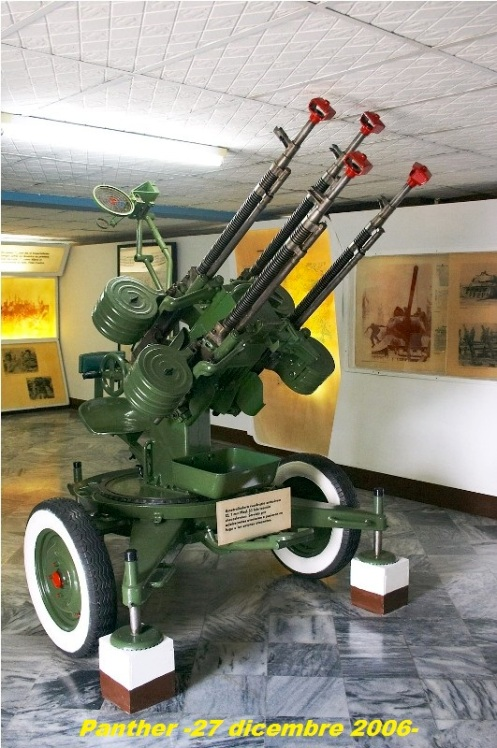 Anti-aircraft_gun_in_Museo_Girondw