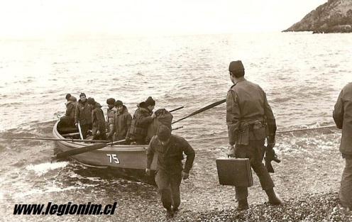 14. Isla Nueva, Stte IM N. MacIntosh embarcándose en WPC Fuentealbaa