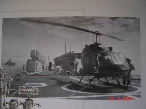 Bell 206 Jet Ranger en cubierta de PFG Condell en sus primeros años de servicio sacda de libro La Aviación Naval en Chile de Carlos Tromden