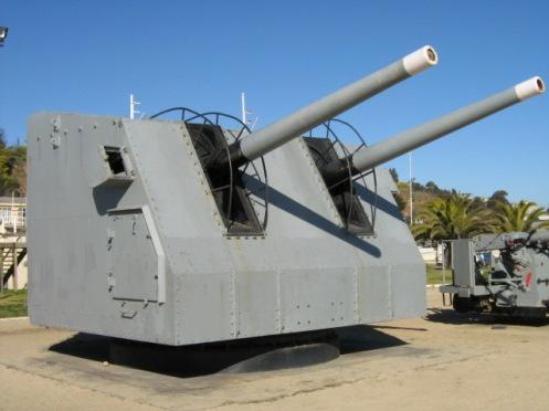 Torre doble de 538,que pertenecio al DD Zenteno y que se encuentra en el museo de cañones navales en Viña del Mar