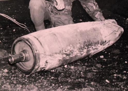 Bombas en la guerra de malvinas Bomba-250-ayax-bay
