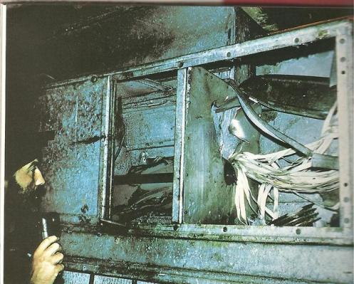 Bombas en la guerra de malvinas Bomba-de-retardo-con-paracac3addas-alojada-en-el-sistema-de-refrigeracic3b3n
