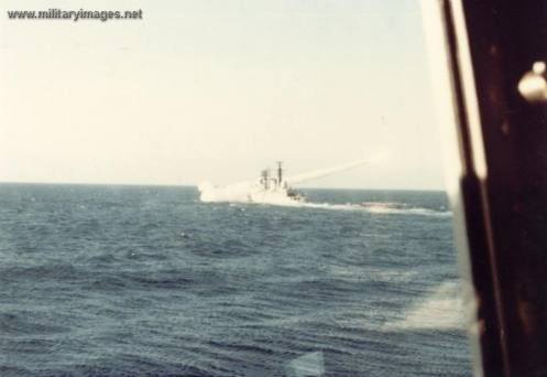 Falklands_War_HMS_Coventry_Firing_S