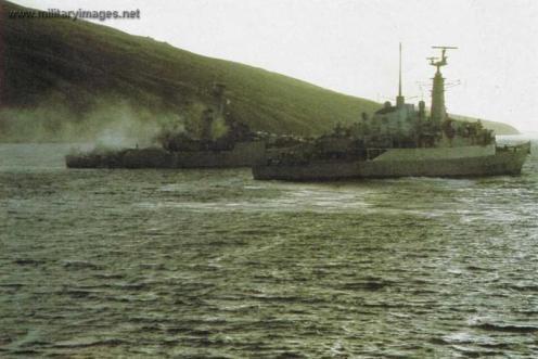 Falklands_War_HMS_Plymouth_HMS_Avenger