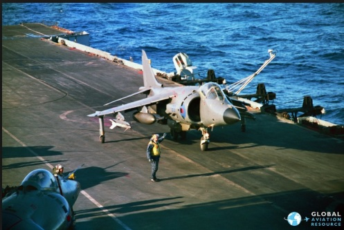 Sea Harrier FRS.1 transporta misiles sidewinder
