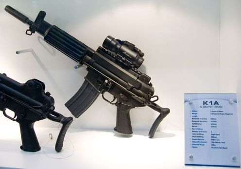 800px-Daewoo_K1A_SMG_at_Defense_Asia_2006_0