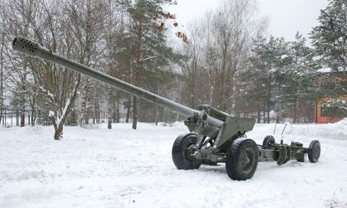 M-46_M1954_130mm_towed_field_artillery_gun_Russia_