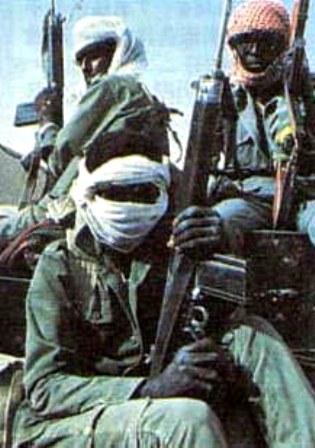 Chad vestidos de ropa de combate del desiertoh