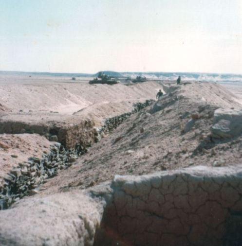 fuerzas marroquies en el sahara occidental -muro de arena