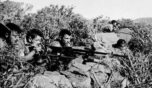 ifni-vigila-playa--644x3751-12-1957 Soldados españoles vigilan las partidas del «Ejército de Liberación