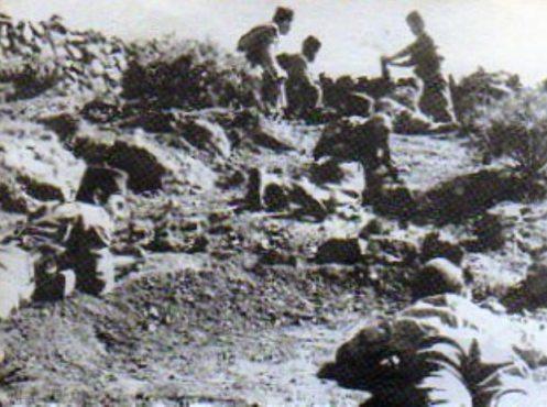 Tiradores de Ifni en una posición de ataque.