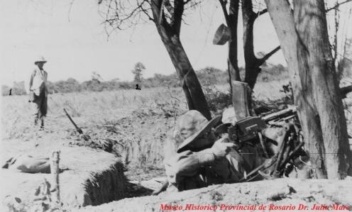 Ametralladora liviana emplazada en el Puesto de Comando de una bateria de artillería.f