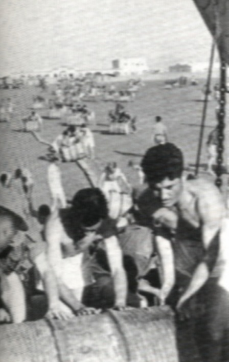 Desembarco de material en Cabo Jubi