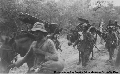 guerra del chaco-transporte del cañon 75mm soldado paraguayos.