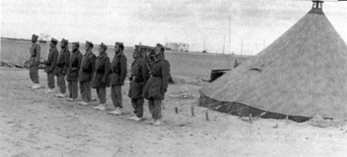 La XIII Bandera acampa el las cercanias de El Aaiún