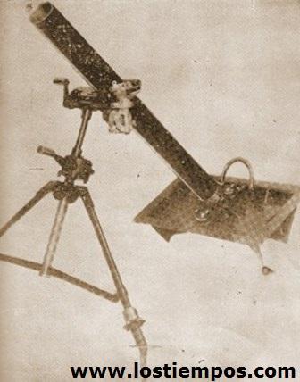 Mortero de 105 mm. Experimentado en el Chaco por el ejército boliviano, pronto fue desechado por su falta de condiciones balísticas.