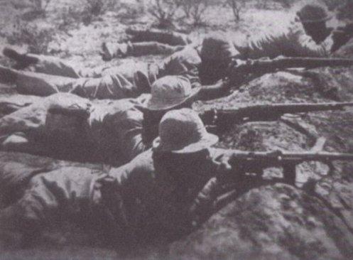 soldados-paraguayos-disparando-durante-la-guerra-del-chaco