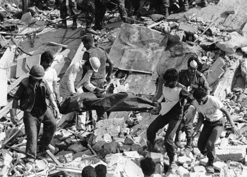 BOMBAS en el cuartel estadoundiense 1983 (1)