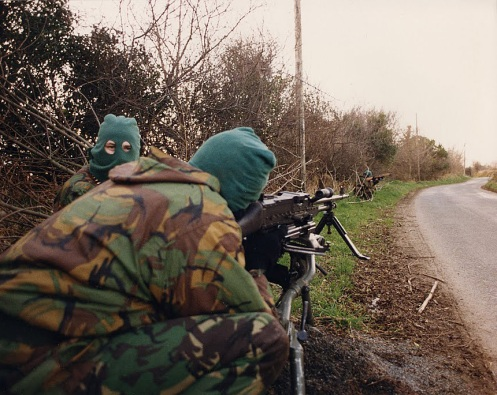vehicle-checkpoint-british-occupied-north-of-ireland-1994 - copia