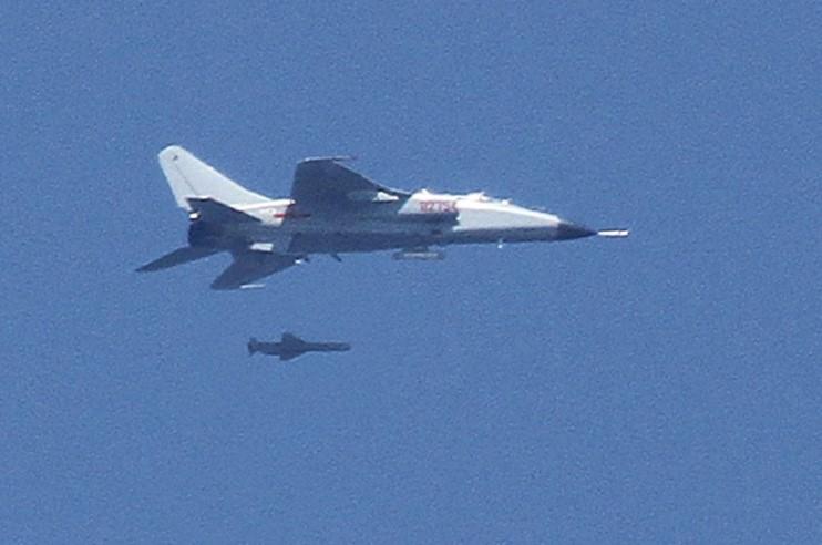 La Aeronaval Francesa retiraría sus SEM y el COAN estaría interesado en estos aviones - Página 8 Flying-leopard-antiship-missile-akd-yj-83
