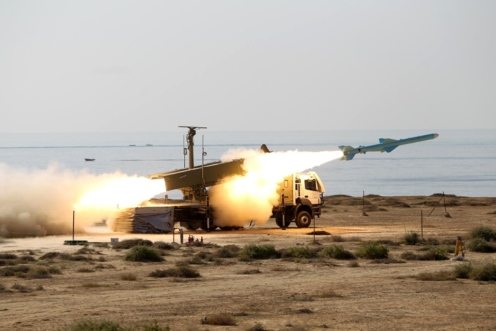 iran iranian navy test fires Strait of Hormuz Noor long-range anti-ship cruise missile 150–200 km (255+km air-launched) Yingji-82 or YJ-82 Eagle Strike CSS-N-8 Saccade) coast-to-sea Qad (5)
