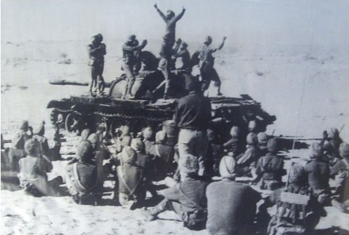 Bhangra-atop-a-Pak-tank-at-Laungewala-781