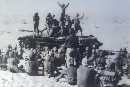 Bhangra-atop-a-Pak-tank-at-Laungewala-781