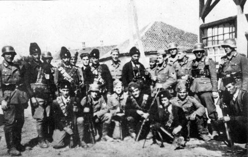 800px-Chetniks_pose_with_German_soldiers