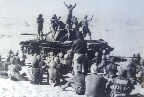 Bhangra-atop-a-Pak-tank-at-Laungewala-71