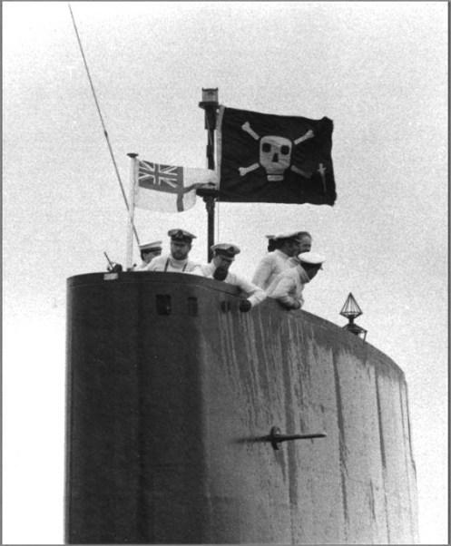 submarino HMS Onyx- bandera jolly roger.