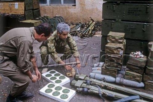 Ciudad Agdere soldados azerbaiyanos capturan un arsenal armenio