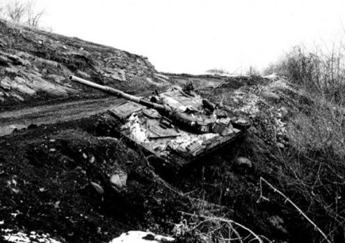 Брошенный Т-72 армии обороны НКР. Мардакерт, 1993 г.