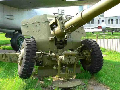 d74_122 mm _field_gun_avant_droit