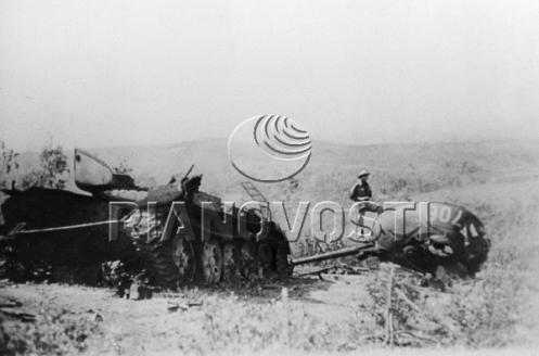 Подбитый китайский танк