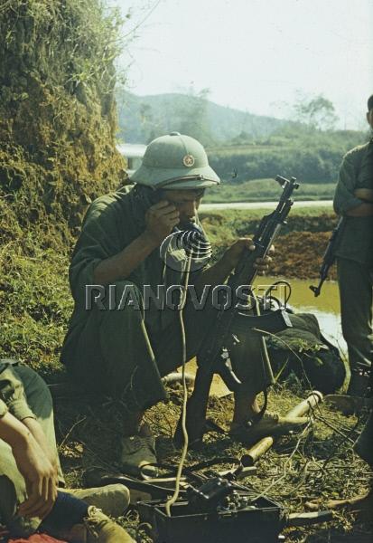 Бойцы Народной армии Вьетнама защищают город Лангшон