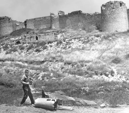 Restos de un caza azeri derribado -guerra de nagorno karabaj.