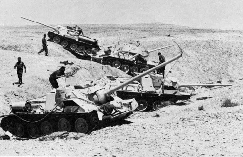 3 SU 100 and a T 34 captured in Sinai 1967