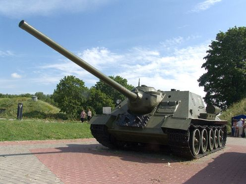 800px-Self-propelled_artillery_in_Brest_Fortress