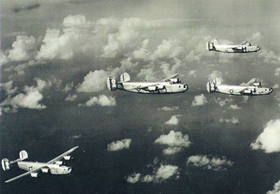 90th_Bomb_Group_B-24s_-_1943