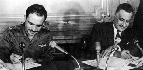 el Rey Hussein de Jordania (a la izquierda) y el pacto de alianza militar egipcia Presidente Nasser contra Israel