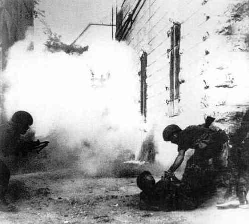 Israeli-troops-in-a-Jerusalem-street-battle_1967