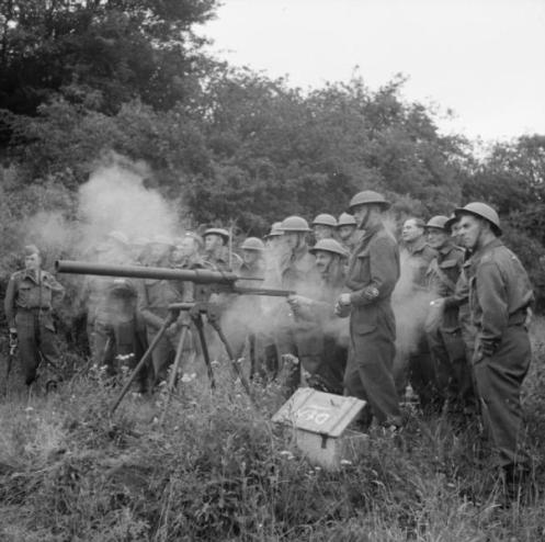 Home_Gurad_training_with_Northover_Projector_1941_