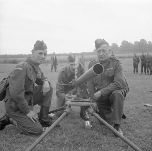 Northover_Projector_and_crew_1941_IWM_H_12238