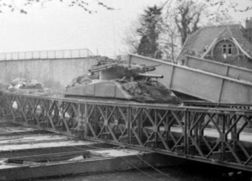 Sherman_tank_with_RP-3_rockets 1945