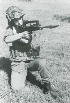 famas-grenade