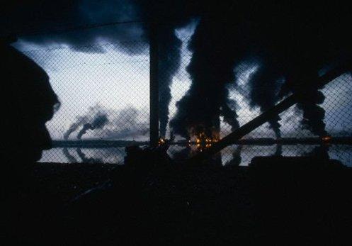 1980iranianoilrefineryonfire