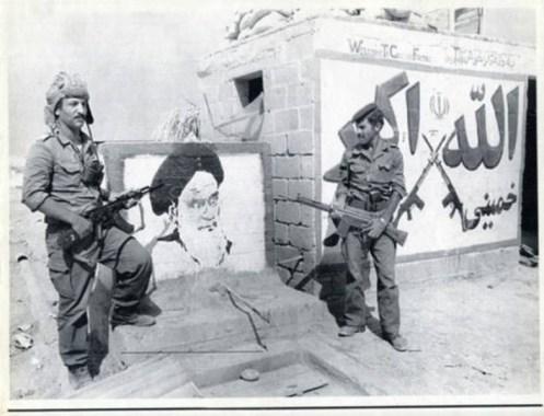 combatientes del ejército iraquí, en la ciudad de Khorramshahr, Irán, 1980 - copia