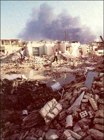 En Abadán, casas fueron destruidas por los bombardeos iraquíes