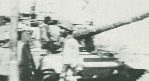 Iraní Chieftain Ejército visto moviéndose hacia el frente cerca de Abadan una sola compañía de estos tanques se mantuvo dentro de la ciudad después de que fue sometido a un asedio por los iraquíes.