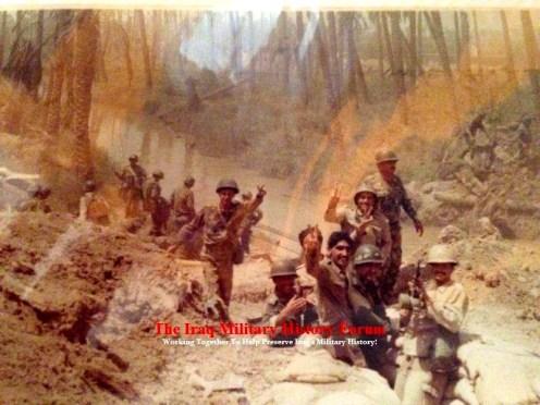 Las tropas iraquíes preparan una posición defensiva, durante la guerra de 1980 d